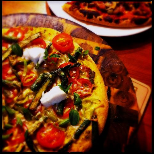Asparagus-and-goat-curd-pizza